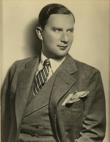 The actor Oskar Karlweis, as seen on an autograph postcard from 1935.