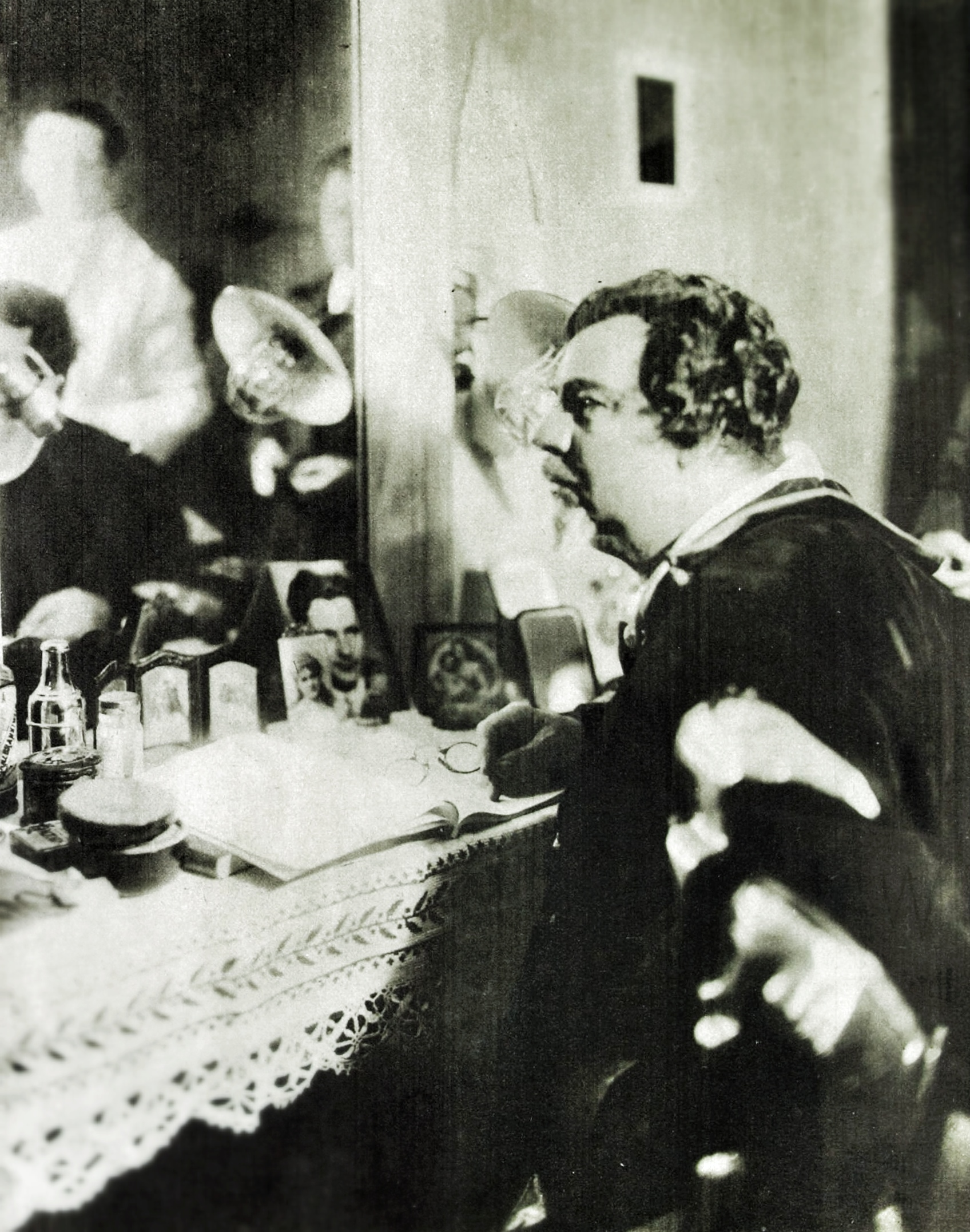 Aging opera superstar Leo Slezak as Blaubart in Berlin.