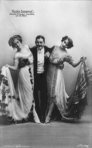 "Three members of the cast of the first Swedish performance of ""Die keusche Susanne"" at the Oscarsteatern in Stockholm, 1911. Swedish acresses Manetta Eriksson (later Ryberg) and Lisa Holm are surrounding Norwegian actor Thorleif Allum."