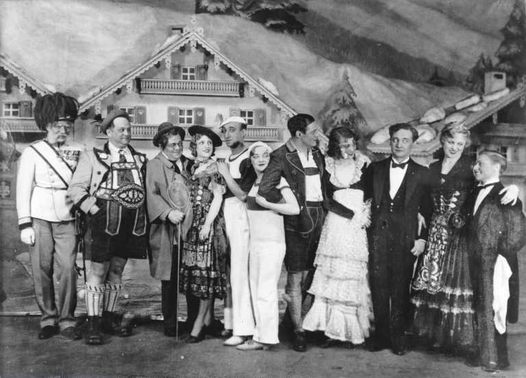 "The Berlin cast of ""Im weißen Rössl"", 1930."