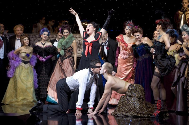 "Peter Bording in the party scene from ""Die Fledermaus"", Aalto Theater Essen, 2011."