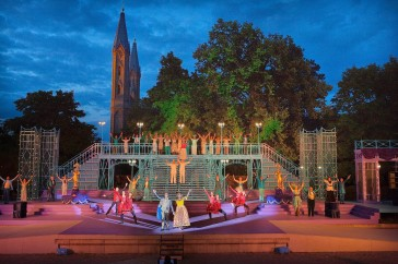 "The set for ""Der Graf von Luxemburg"" in Neustrelitz (Photo: Festspiele im Schlossgarten)"