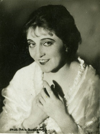 Käthe Dorsch as the touchingly sentimental original Friederike.