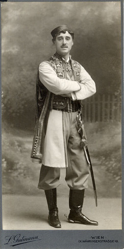 "One of operetta history's first (and most famous) ""wet dream leading men"": Louis Treumann as Danilo."