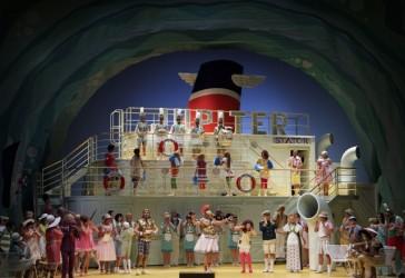 """The full stage for """"La belle Hélène"""" in Hamburg, 2014. (Photo: )Klaus Lefebvre/Staatsoper Hamburg)"""