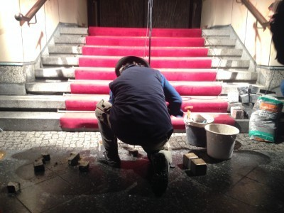 "Laying down the ""Stolpersteine"" in Behrenstraße. (Photo: Komische Oper Berlin.)"
