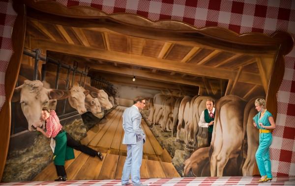 """Scene from the Klagenfurt production of """"Im weißen Rössl,"""" staged by Aron Stiehl."""