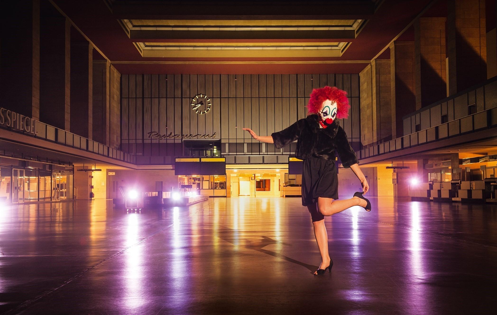 "PR photo for ""Die Zirkusprinzessin"" at the Komische Oper Berlin. (Photo: Jan Windszus Photography)"
