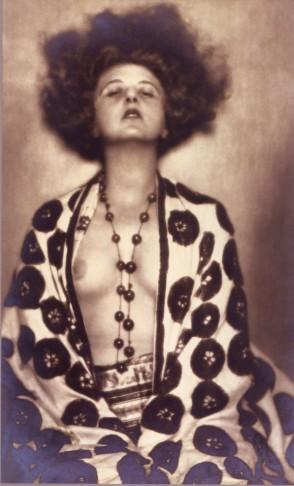 Elsie Altmann fotografiert von D'Ora 1922.