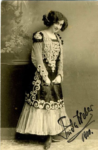 The young Frida Weber-Flessburg as seen on an autograph card.
