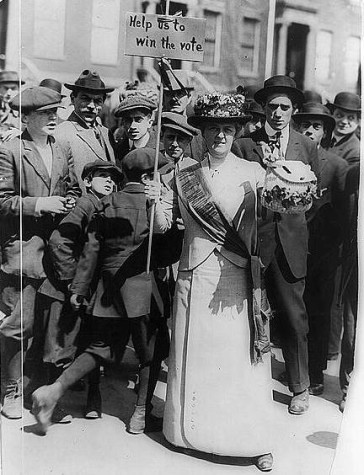 "Suffragette ""Mrs. Suffern"" with her banner, 1914 in New York. (Photo: Wikipedia)"