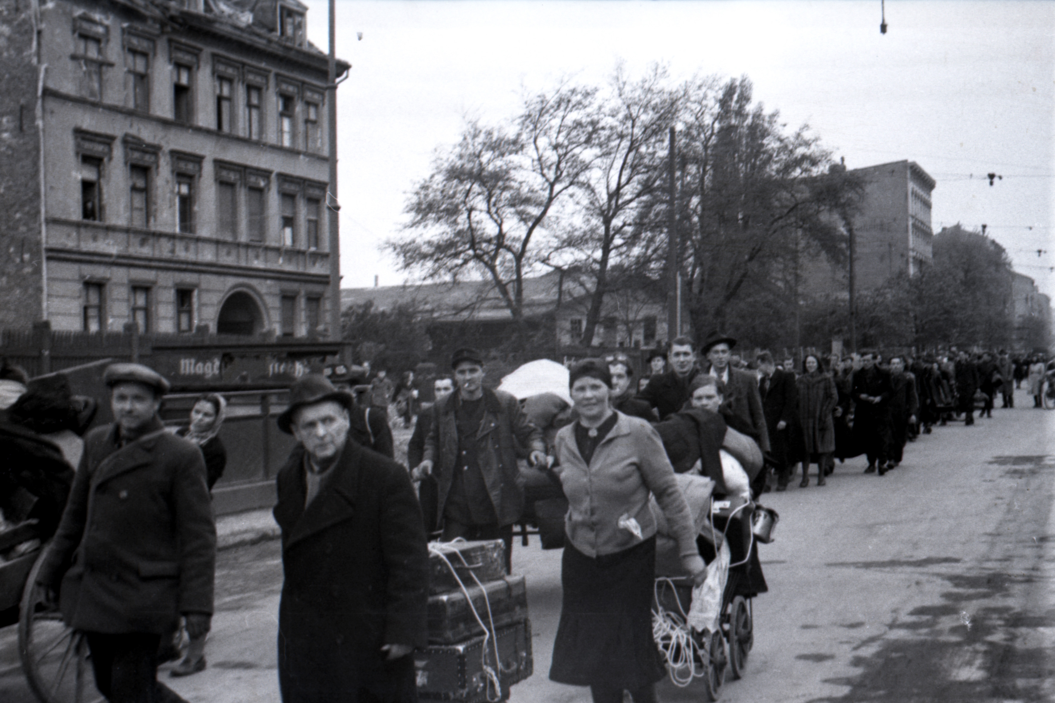 Displaced Persons after the liberation of Berlin, May 1945. Photo by Boris Puschkin © Stiftung Deutsches Historisches Museum.