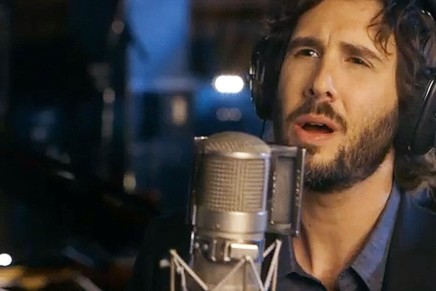 "Josh Groban Sets An Example With ""Stages"""