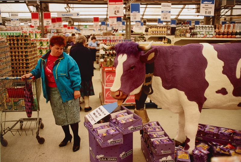 """Supermarkt bei Rostock, 1991."" (Photo: DHM, Thomas Hoepker)"