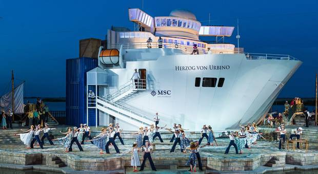 """The Love Boat"" meets operetta: ""Eine Nacht in Venedig"" in Mörbisch 2015. (Photo: Seefestpiele Mörbisch)"