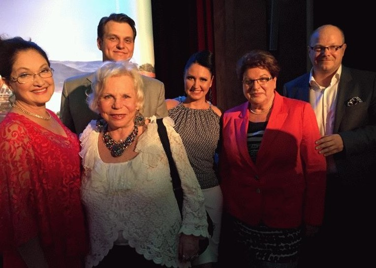 "Yvonne Kalman (in white) on opening night of ""Csardasfürstin"" in Munich, with the director of the Budapesti Operettszinhas, Lőrinczy Györgyöt, on the far right."