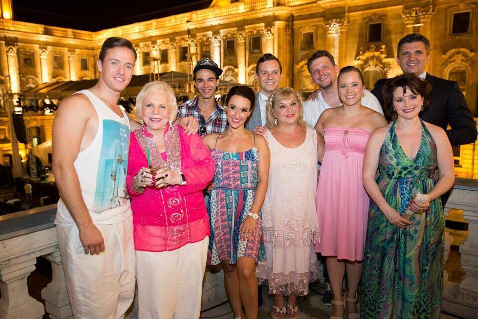 Yvonne Kalman with the solists of the Budapest Operetta Theater after a gala concert. (Photo: Private)