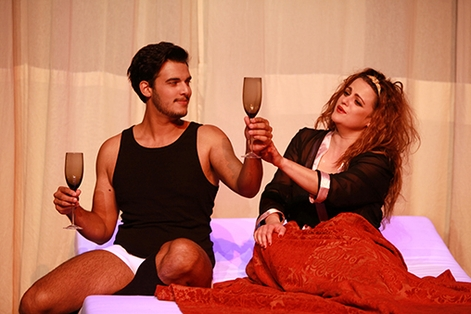 "The famous bed room scene from ""Belle Helene"" as seen in Leipzig 2015. (Photo: Siegfried Duryn)"