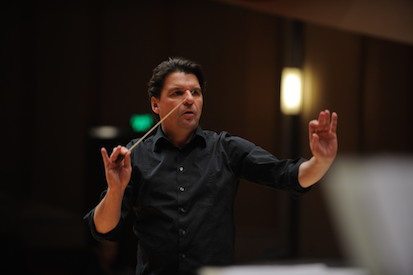 Conductor Ernst Theis. (Photo: www.ernsttheis.com)