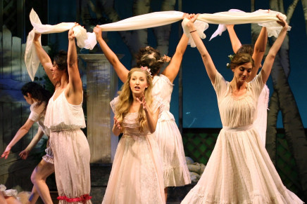 """The Golden Bride"" At The National Yiddish Theatre Folksbiene"
