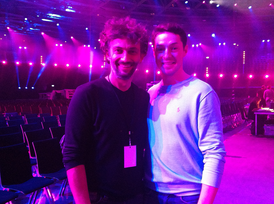 "Jonas Kaufmann and Johannes Dunz at the ""Helene Fischer Show"". (Screenshot)"