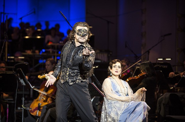 "Zoltán Nyári and Alexandra Reinprecht in ""Die Zirkusprinzessin"" at the Komische Oper Berlin. (Photo: Iko Freese/drama-berlin.de)"