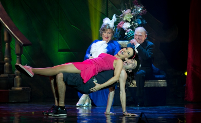 Two generations of operetta performers, demonstrating different stylistic approaches at the Csardasfürstin Gala 2015. (Photo: Budapesti Operettszínhás)