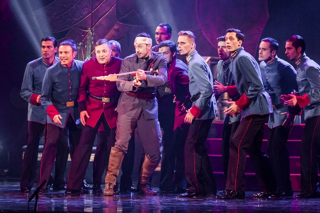 Dancing soldiers at the Csardasfürstin Gala, 2015. (Photo: Budapesti Operettszínhás)