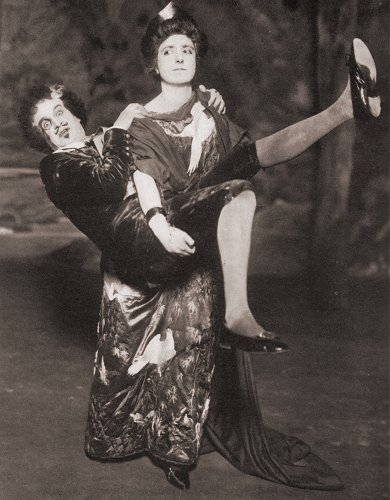 """Lady Jane and Bunthorne in a 1919 production of """"Patience."""""""