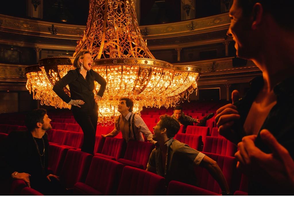 "Dagmar Manzel and her male co-stars of ""Die Perlen der Kleopatra,"" coming to the Komische Oper Berlin in December 2016. (Photo: Jan Windszus Photography)"