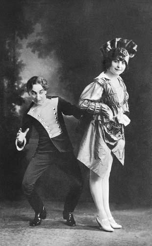 """Jacobi Viktor's """"Szibill"""" at the Király Színház, 1914. Rátkai Márton (Poire impresszárió), Lábass Juci (Sarah)."""