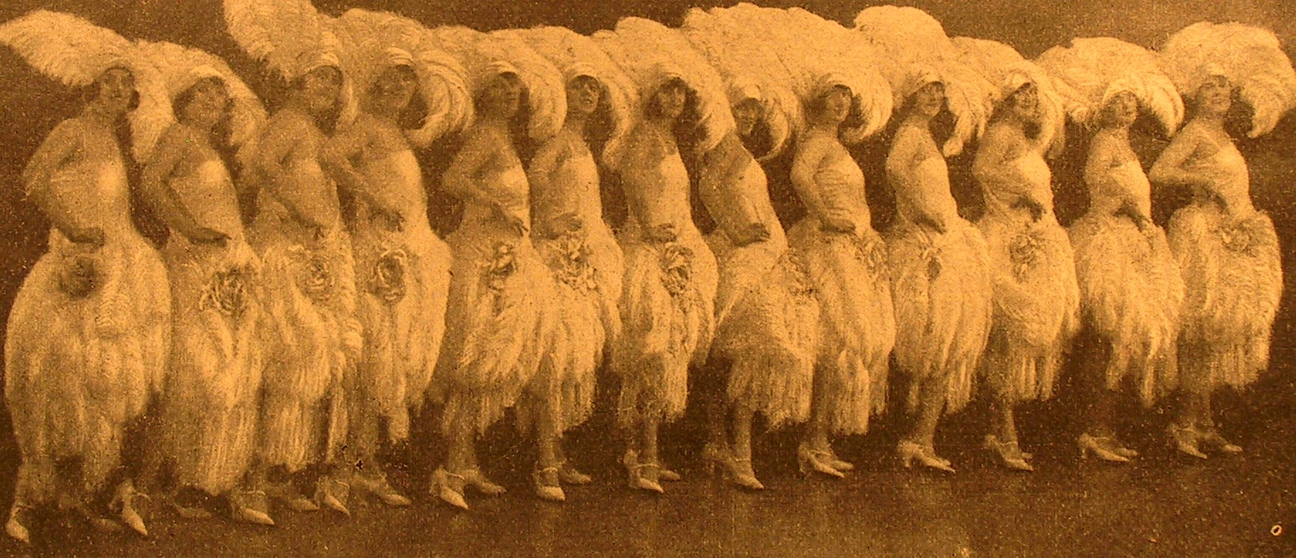 "The ""Mariza"" girls in the 1924 Berlin production. (Photo: Operetta Research Center)"