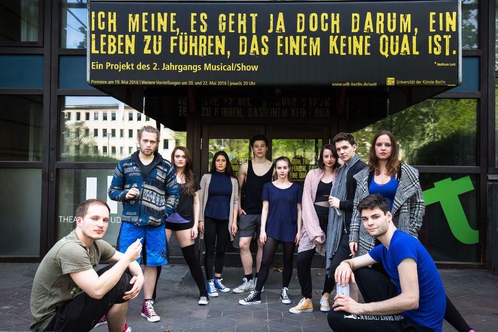 """The ten young UdK students in front of the UNI.T in Berlin, where they perform """"ch meine, es geht ja doch darum, ein Leben zu führen, das einem keine Qual ist."""" (Photo: UdK)"""