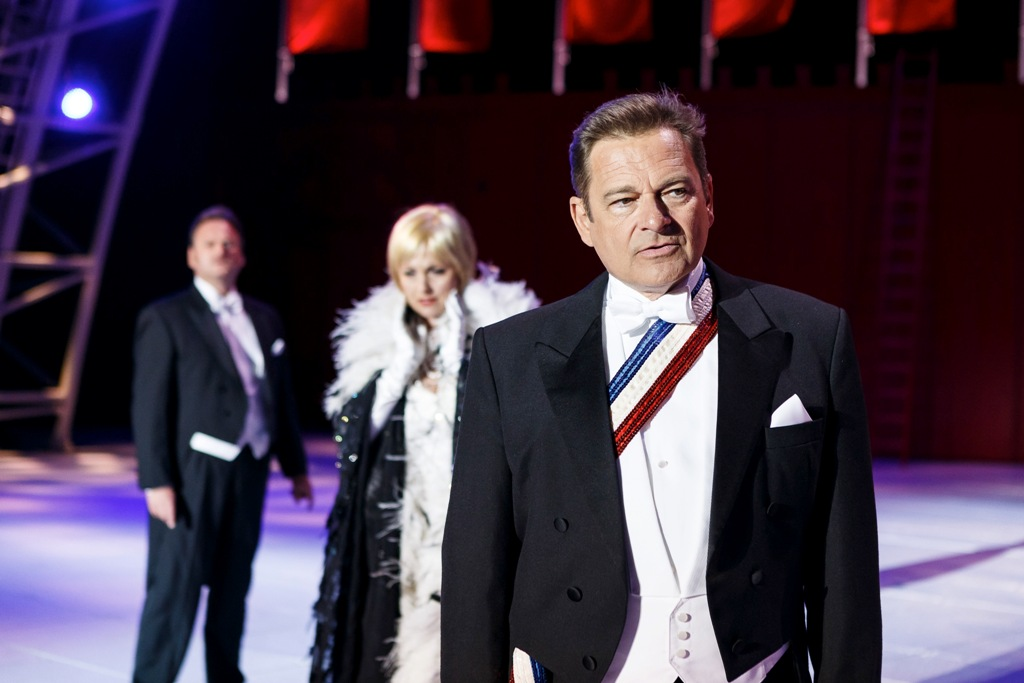 Andreas Steppan as John Cunlight, the US ambassador. (Photo: Seefestspiele Mörbisch / Jerzy Bin)