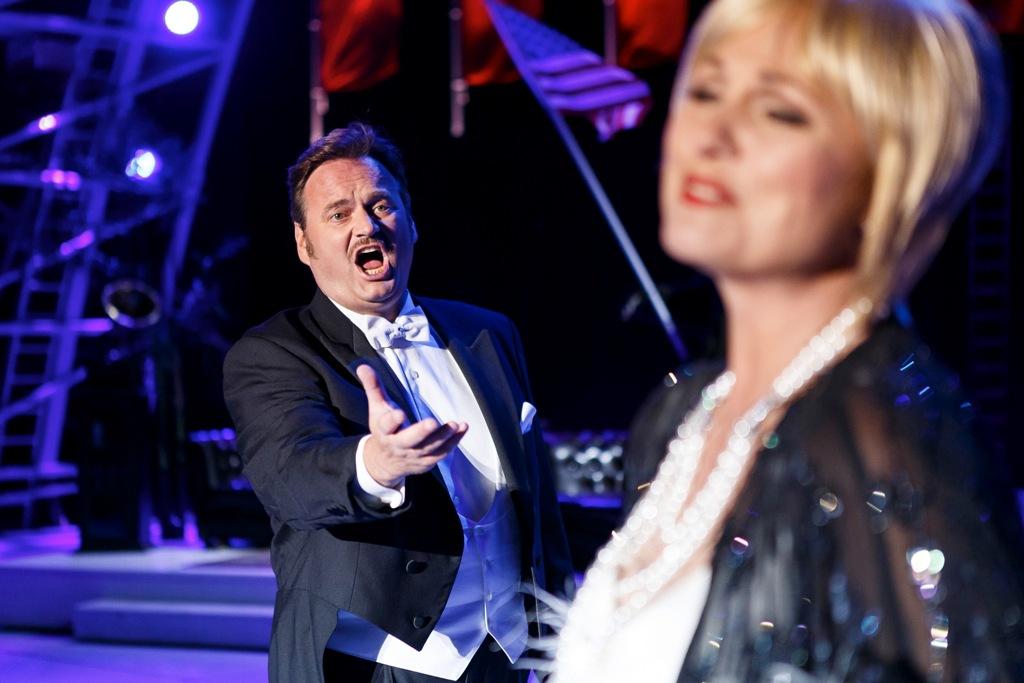 """Michael Heim as the tenor hero in """"Viktoria und ihr Husar."""" (Photo: Seefestspiele Mörbisch / Jerzy Bin)"""