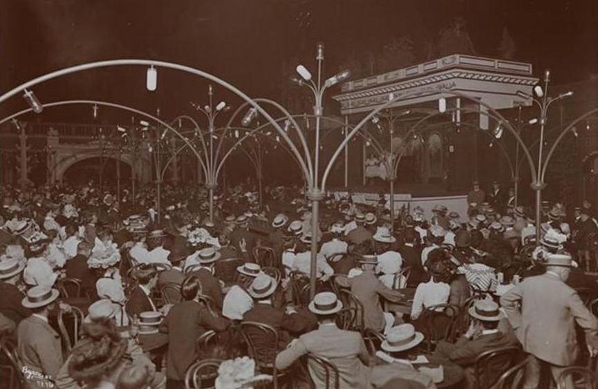 A roof top 'garden theater' at Madison Square Garden at the turn of the 20th century.