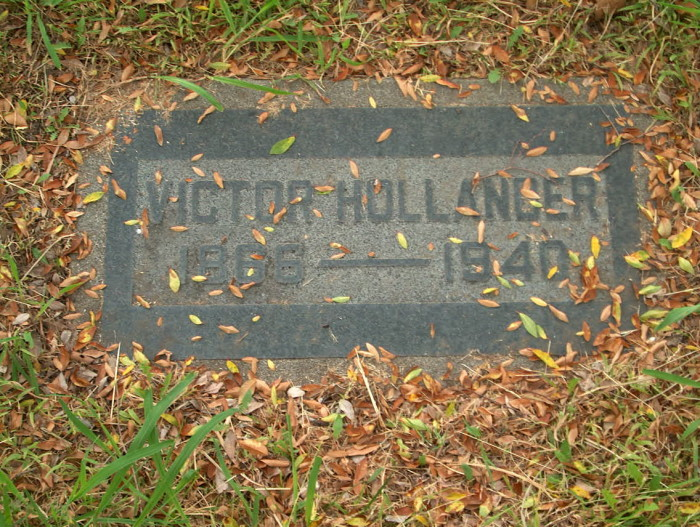 Victor Hollaender's grave. (Photo: Robert Wennersten)