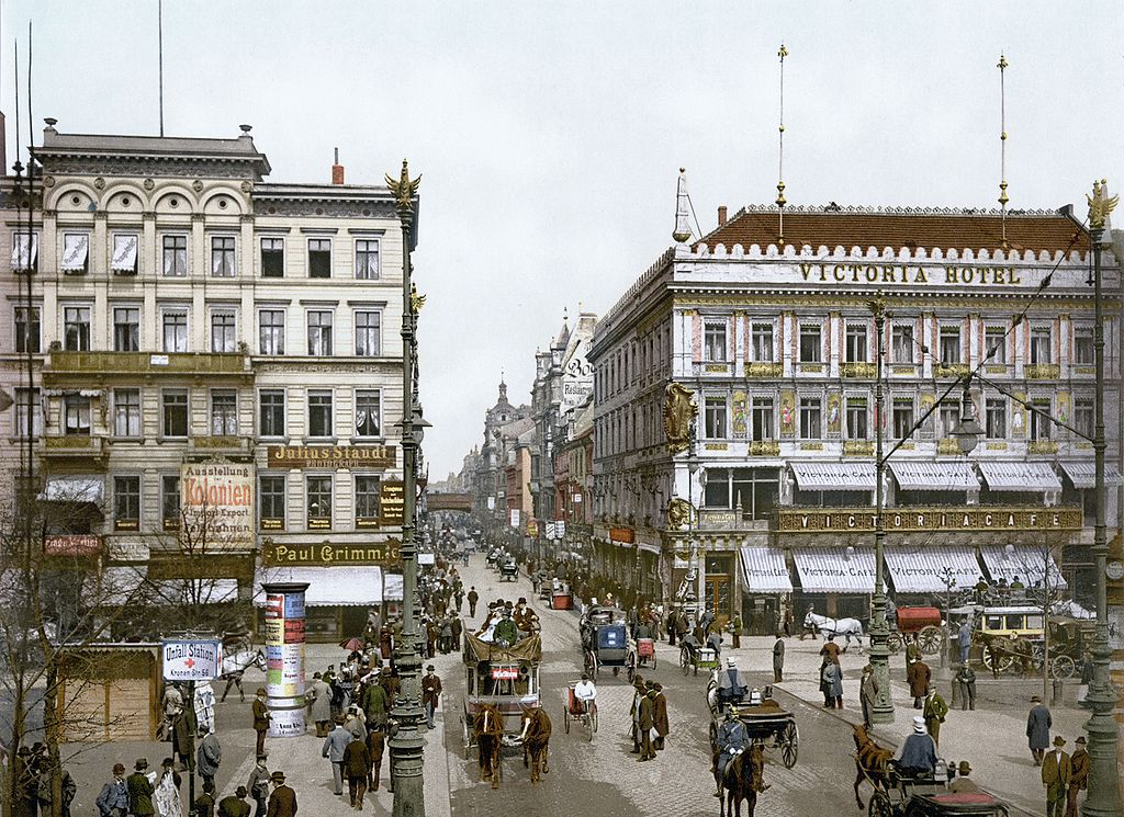 The German capital Berlin, Unter den Linden, at the end of the 19th century.