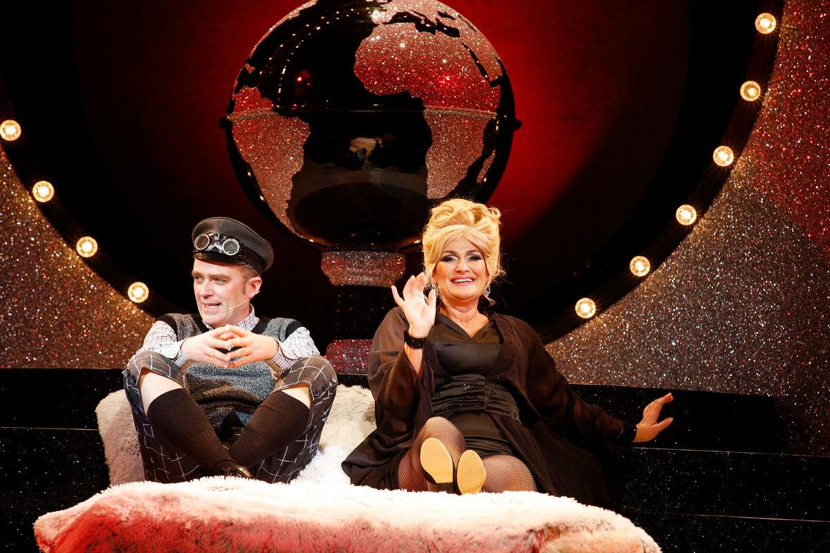 "Benedikt Eichhorn and Andreja Schneider in their seduction scene, in ""Frau Luna"" at the Tipi, Berlin. (Photo: Barbara Braun)"