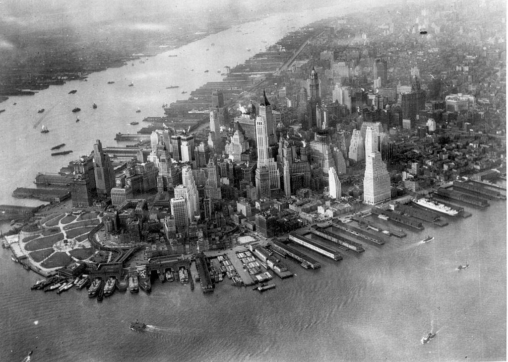 Tip of Manhattan in 1931, with a view of the harbor.