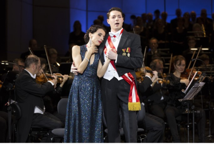 """One Last Love Song"" from Emmerich Kalman's ""Marinka"" at the Komische Oper Berlin. (Photo: Robert-Recker.de)"