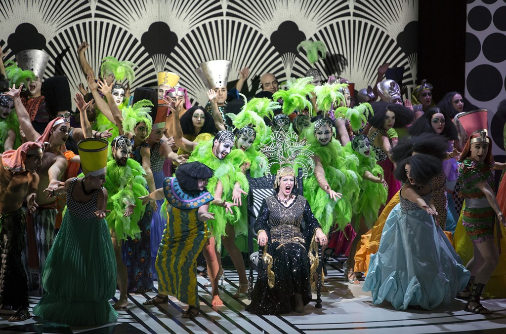 "Dagmar Manzel as Cleopatra, surrounded by the chorus and dancers of the Komische Oper Berlin, in ""Die Perlen der Cleopatra."" (Photo: Iko Freese/drama-berlin.de)"