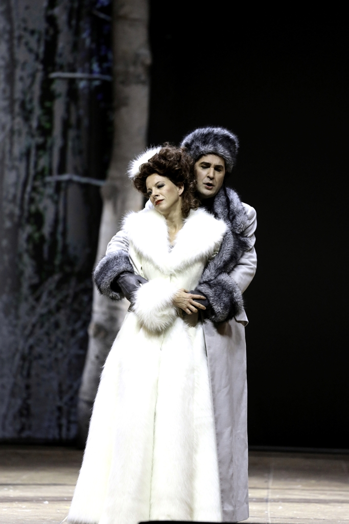 """Astrid Kessler (Fürstin Fedora Palinska) and Carsten Süss (Mister X) in """"Die Zirkusprinzessin."""" (Photo: Barbara Pálffy/Volksoper Wien)"""