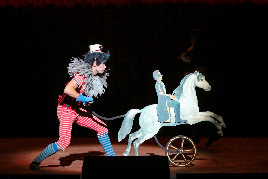 "An extra in ""Die Zirkusprinzessin"" in Vienna. (Photo: Barbara Pálffy/Volksoper Wien)"