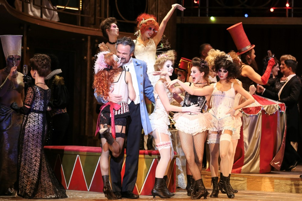 "The circus is in town for Vienna's ""Die Zirkusprinzessin."" (Photo: Barbara Pálffy/Volksoper Wien)"