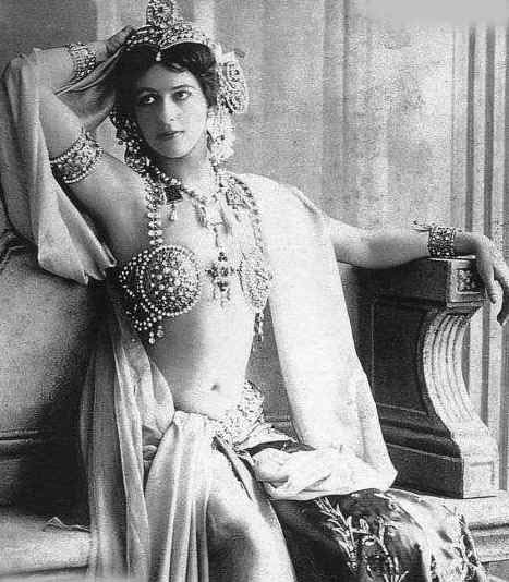 Mata Hari as a Bajadere in 1906.