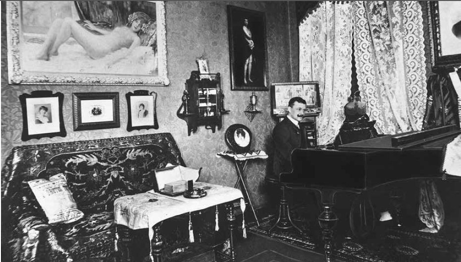 Lehar in his study in Ischl, at the piano in 1910. (Photo: Die Villen von Bad Ischl/Amalthea)