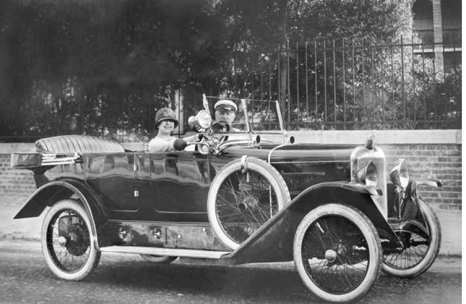 Louise Kartousch in her Gräf & Stift car, 1925. (Photo: Die Villen von Bad Ischl/Amalthea)