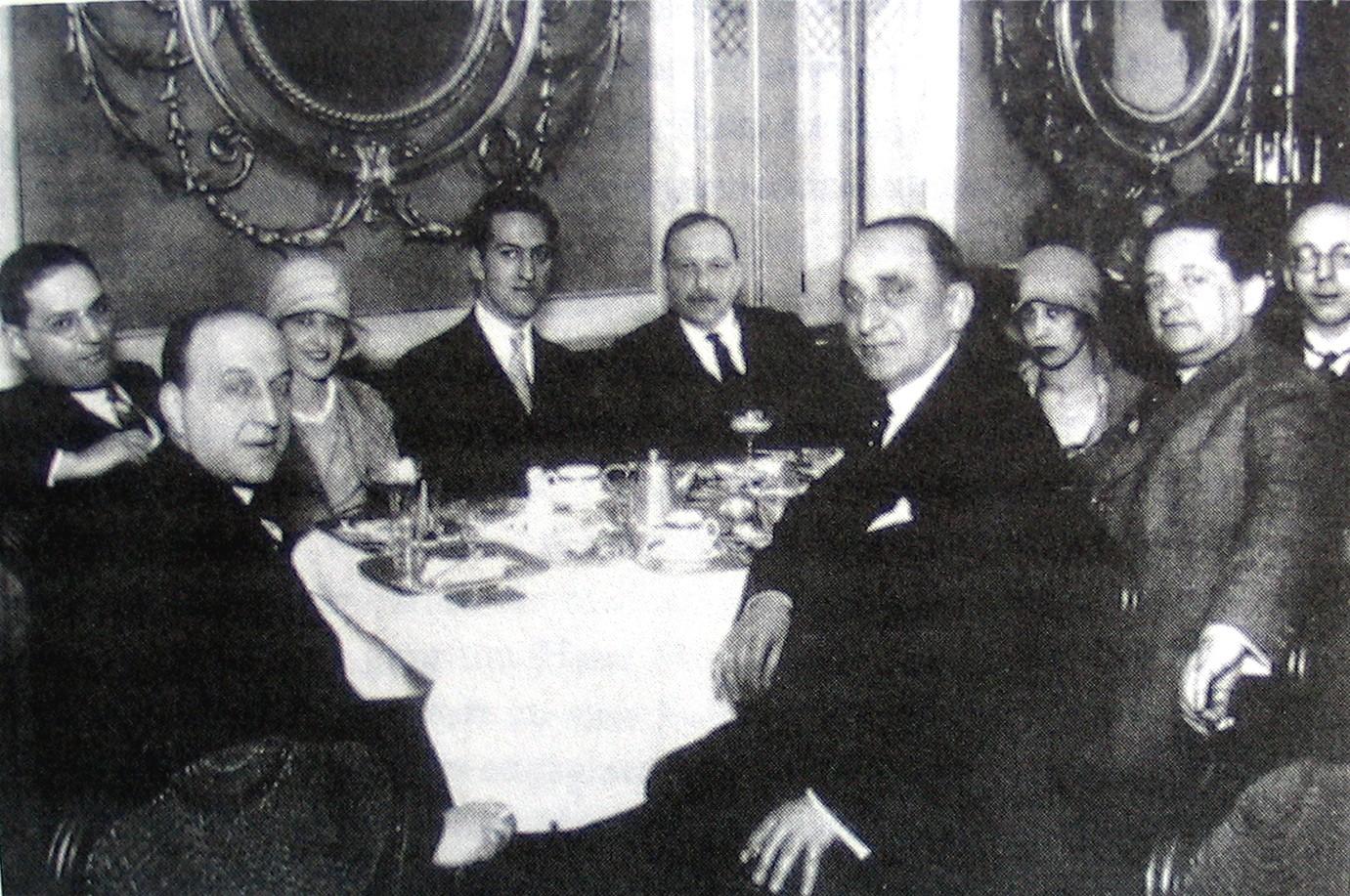 Emmerich Kalman sitting next to George Gershwin, Vienna 1928.