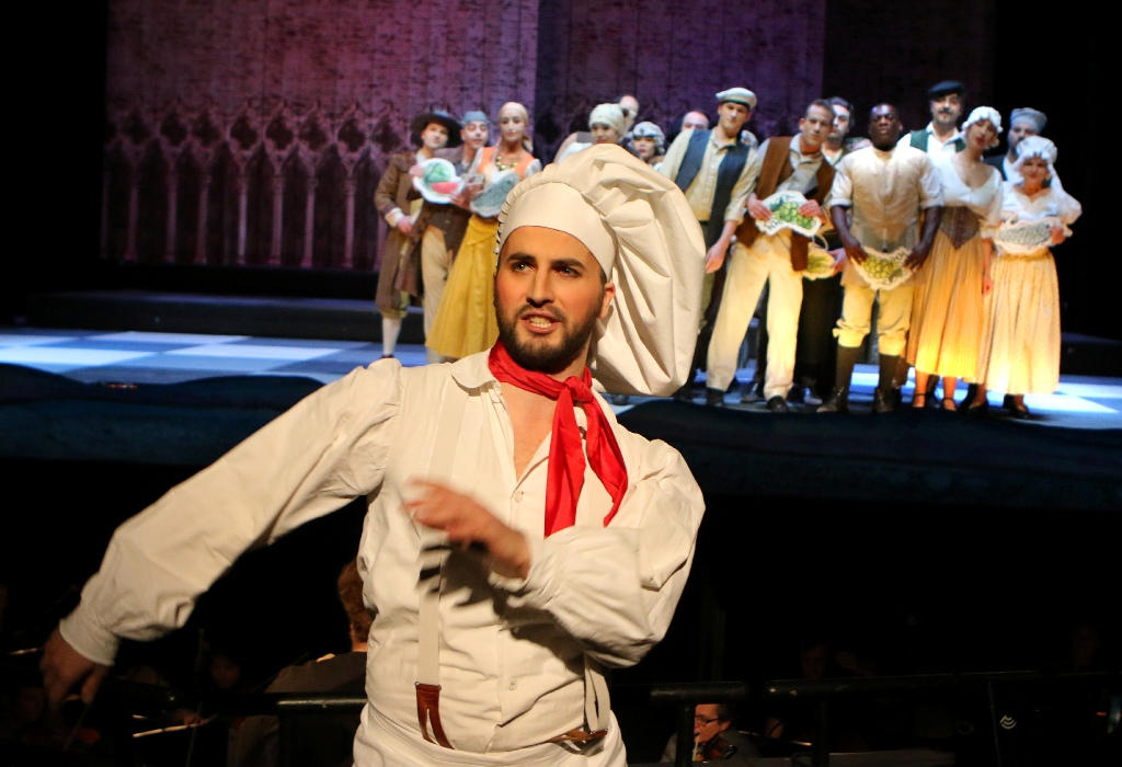 "Nando Zickgraf as Papacoda in ""Eine Nacht in Venedig"" in Pforzheim. (Photo: Sabine Haymann)"